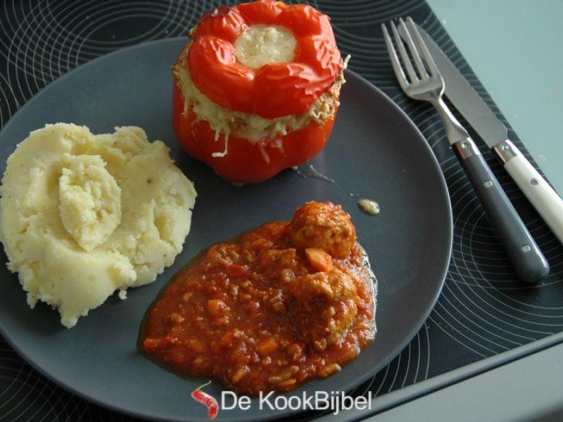 Gevulde paprika met kippengehakt