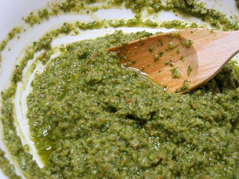Pesto met groene olijven