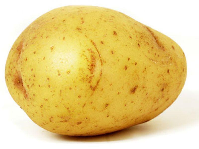 Aardappel gevuld met groene kool en gerookte zalm
