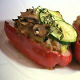 Gevulde paprika met fijne groenten en tuinkruiden