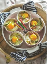 Oeufs cocotte met asperges en pancetta