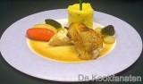 Bressehoen met Madeirasaus, geglaceerde groentjes en Macaireaardappel