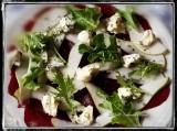 Carpaccio van rode biet met peer, gorgonzola en een honing vinaigrette