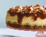 Cheesecake met amandelen en karamel