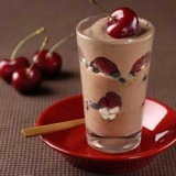 Chocolade coupe met fruit en meringue