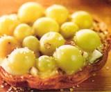 Taartje met druiven en amandelen