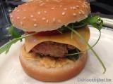 Hamburger met Spaanse peper en Cheddar