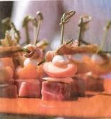 Iberico-varken met abrikoos, mozarella en basilicum, natuurlijke jus met amandelen