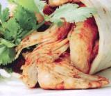 Wrap met kip, olijven en komkommer-yoghurtsaus