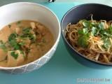 Kip panaeng curry en noedels