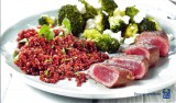 Lamsfilet met geroosterde broccoliroosjes en rode quinoa