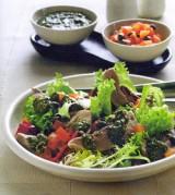 Lauwe lamstongetjes met sausje van verse groene kruiden