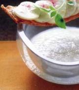 Crème van aardpeer en gerookte paling met minitoast van chamignons