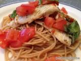 Pasta met pangasius in chilisaus met basilicum