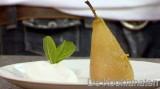 Gepocheerde peren met steranijs, platte kaas en Griekse yoghurt