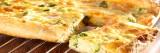 Quiche met gerookte zalm, broccoli en verse kaas
