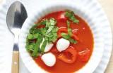 Soepje van tomaten, paprika en mozzarella