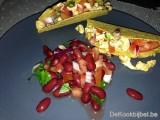 Taco's met kip en tomatensalsa en een bonenslaatje