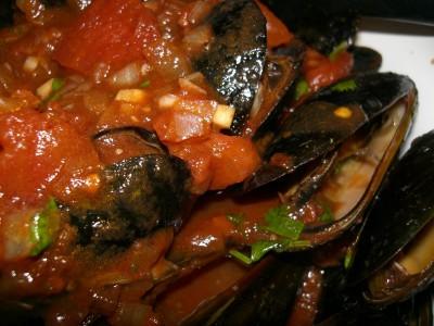 Italiaanse tomatensaus met mosselen en knoflook